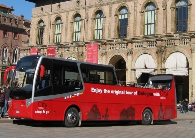 Tour sul city red bus   Art Hotel Orologio Bologna